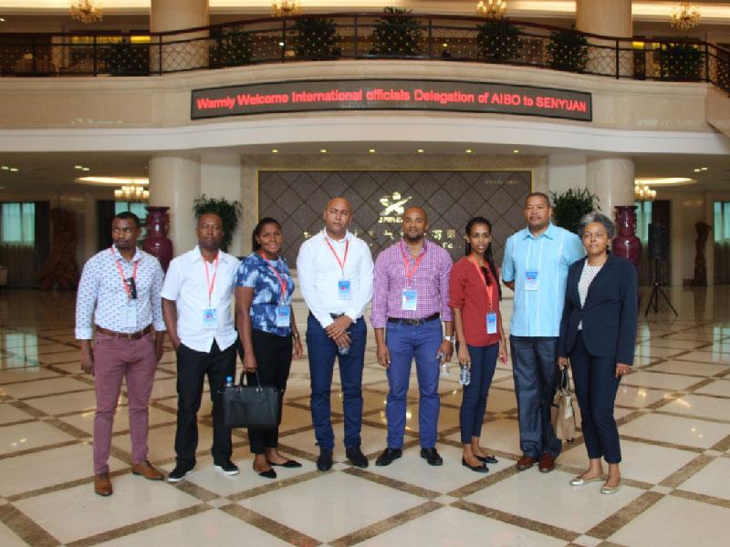 2017年8月15日,佛得角国际官员代表团到YH亚虎真人|亚虎官网参观交流。
