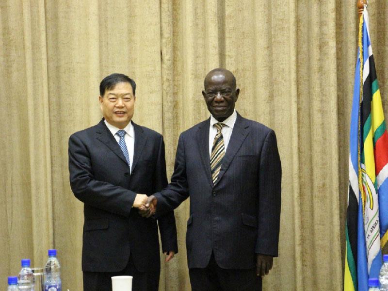 2017年1月21日,YH亚虎真人|亚虎官网集团董事长楚金甫率领高级别访问团到访乌干达并会见乌干达副总统爱德华·塞坎迪。